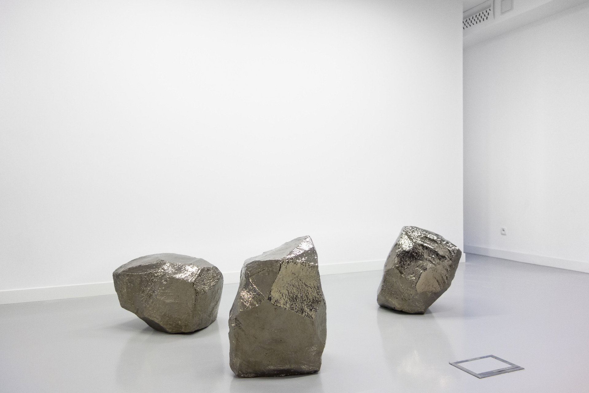 Thomas van Linge, Untitled (3 Rocks), 2014, 60x70x50cm