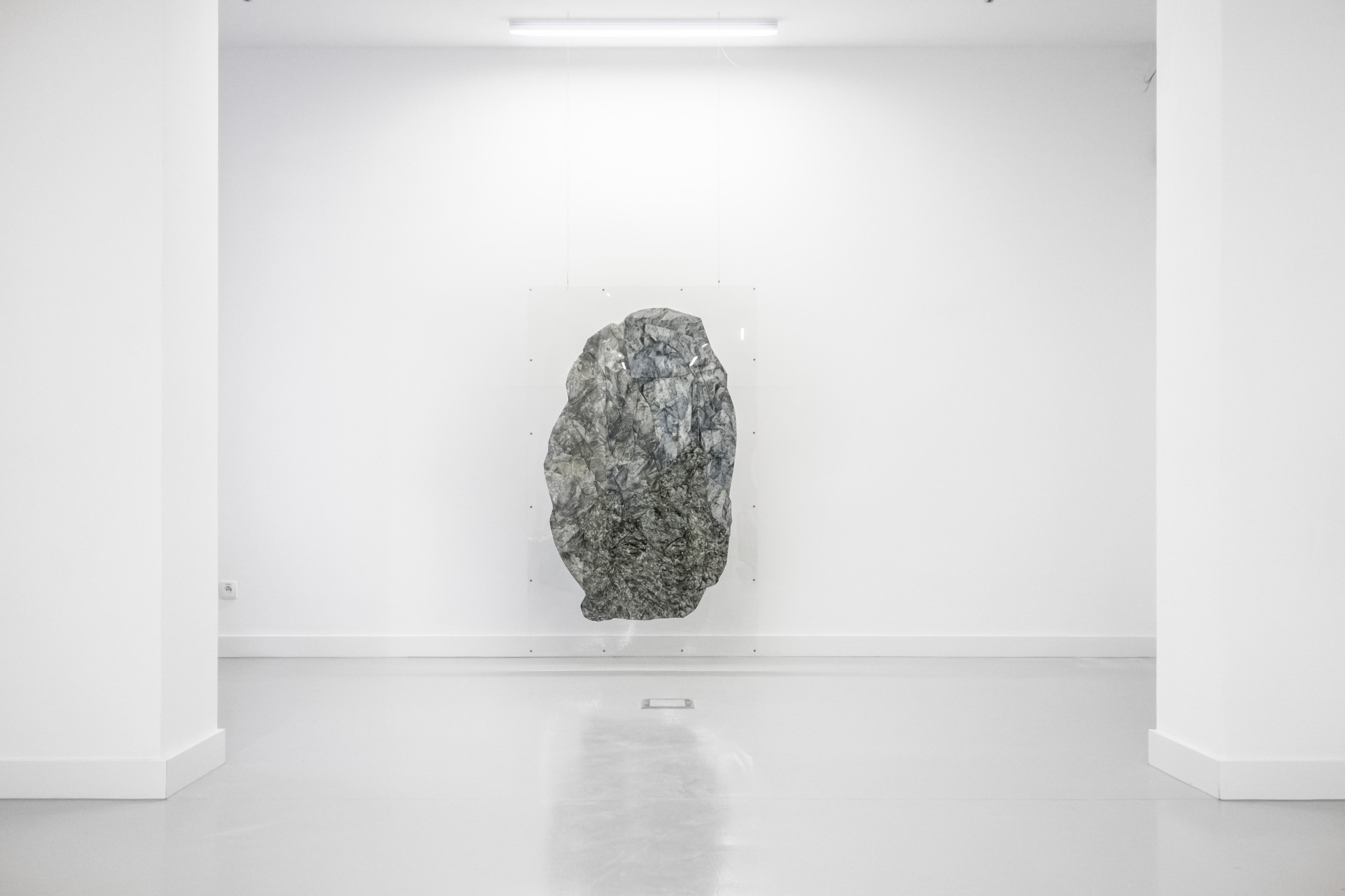 Thomas van Linge, W8 (Terra Firma), 2015, 160x100cm, exhibition view