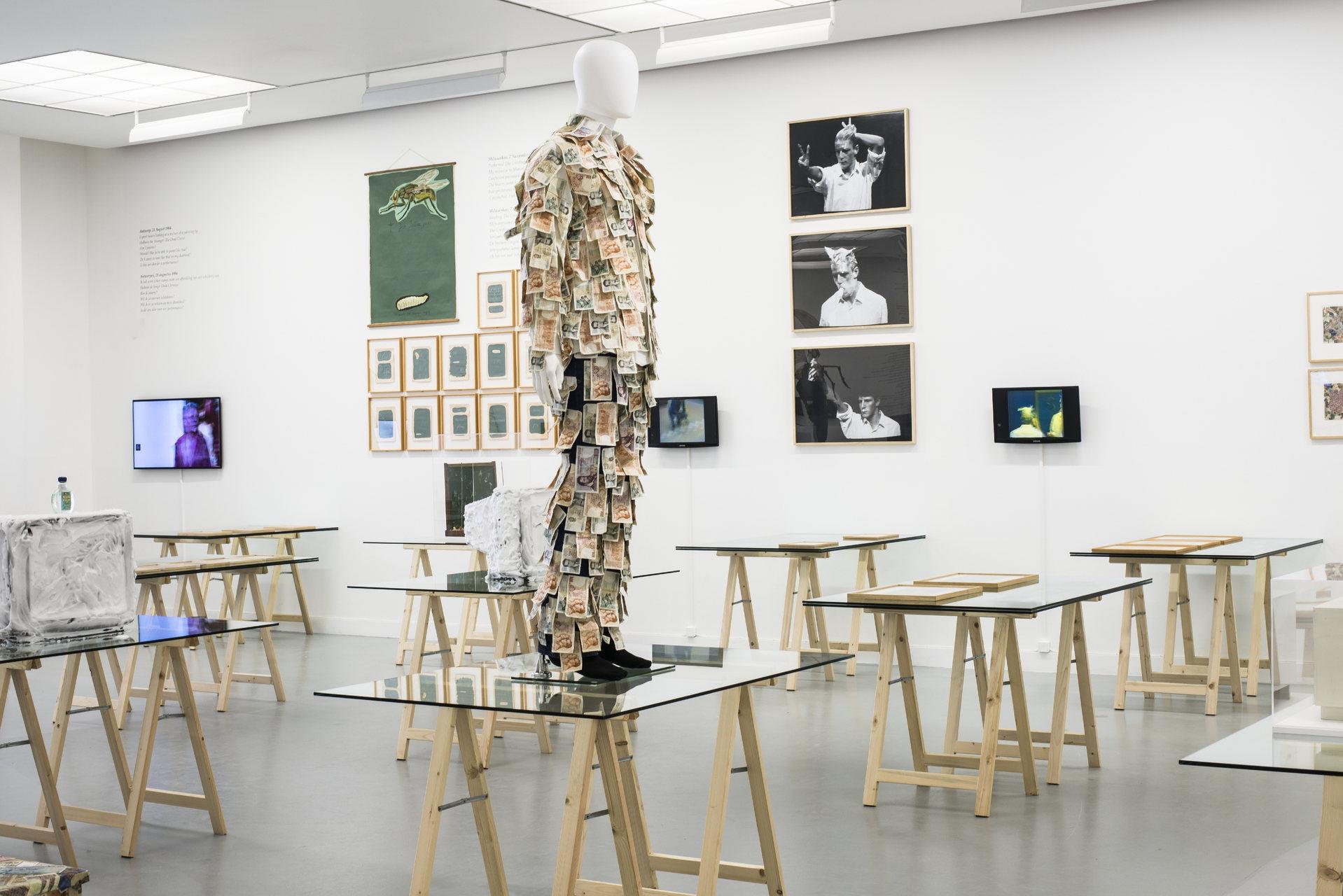 Jan_Fabre,_exhibition_view_M_HKA_2015_photo_M_HKAclinckx11