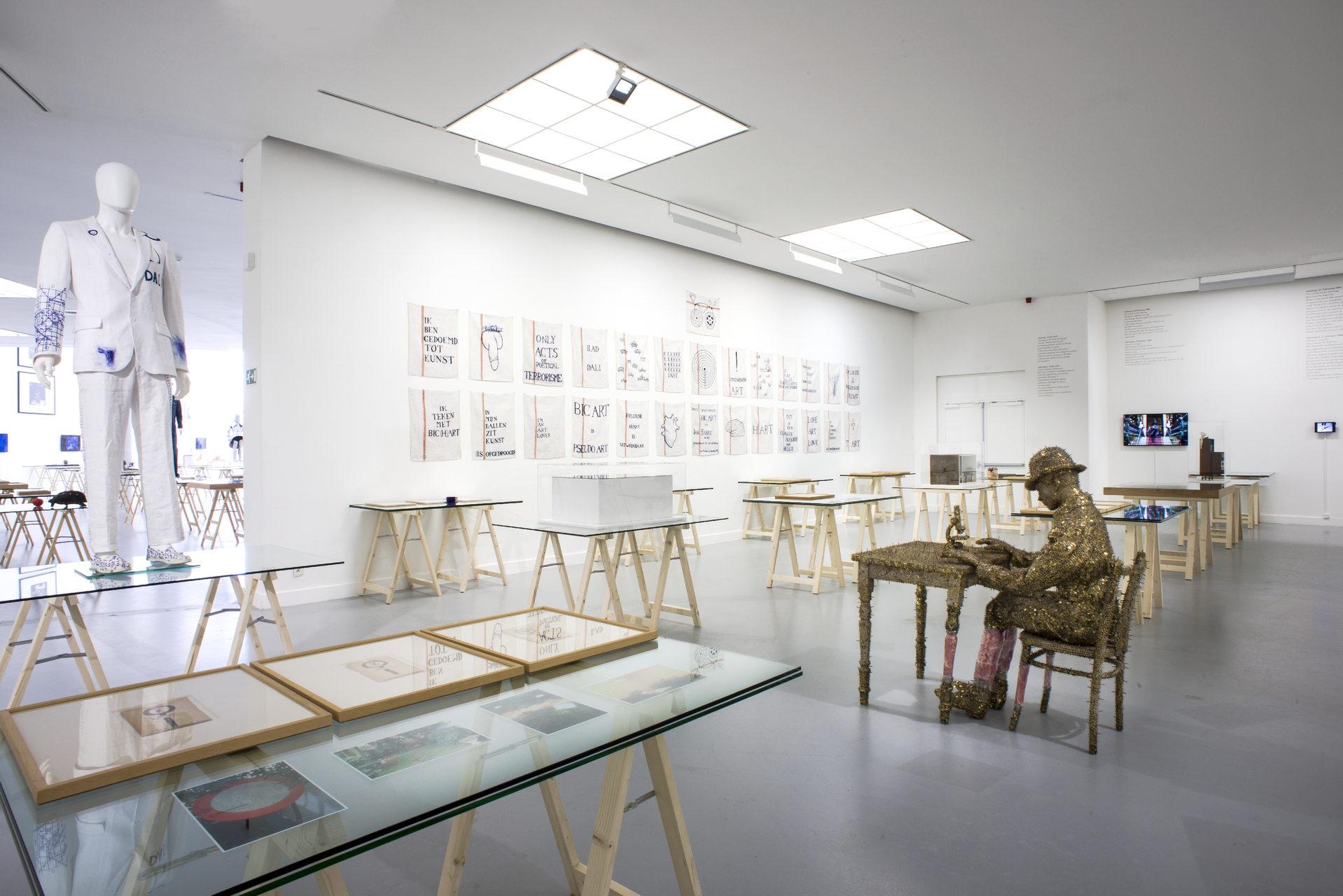 Jan_Fabre,_exhibition_view_M_HKA_2015_photo_M_HKAclinckx22