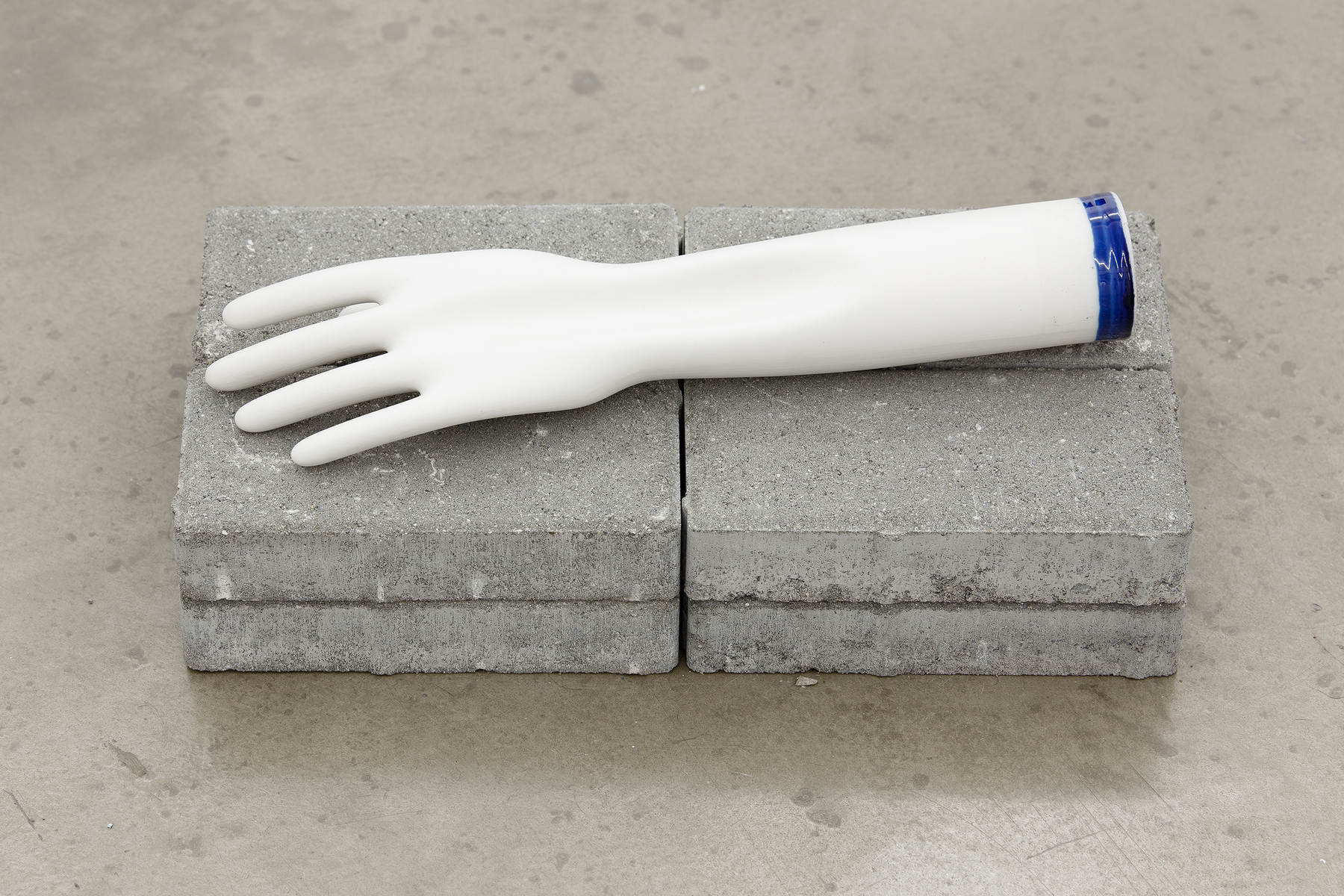 How it's made, 2015, porcelain glove mold, 9 x 27 cm (1)
