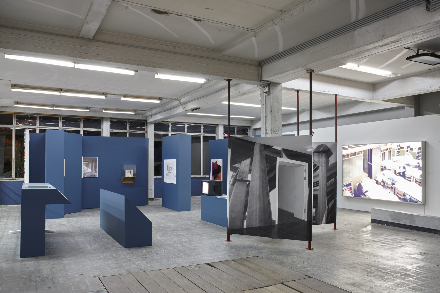 'The Corner Show', installation view, Extra City Kunsthal, 2015 © Jan Kempenaers416