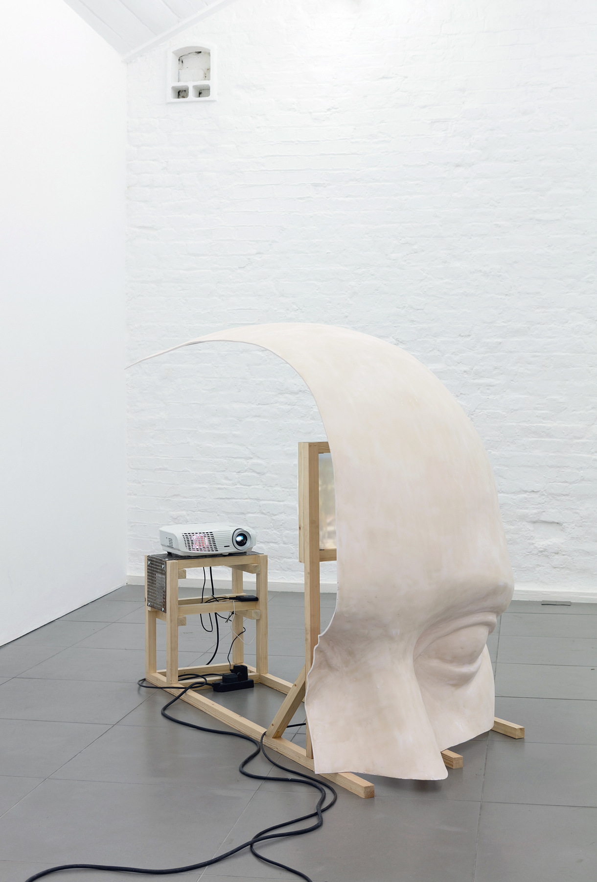 02. Anne de Vries, SUBMISSION 2015, wood, metal, fibreglass resin, audio, video