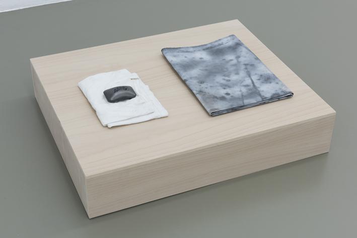 DST_Untitled_2015_Técnica mixta sobre papel, jabon y camiseta intervenida y base de madera_63 x 76 x 17 cm