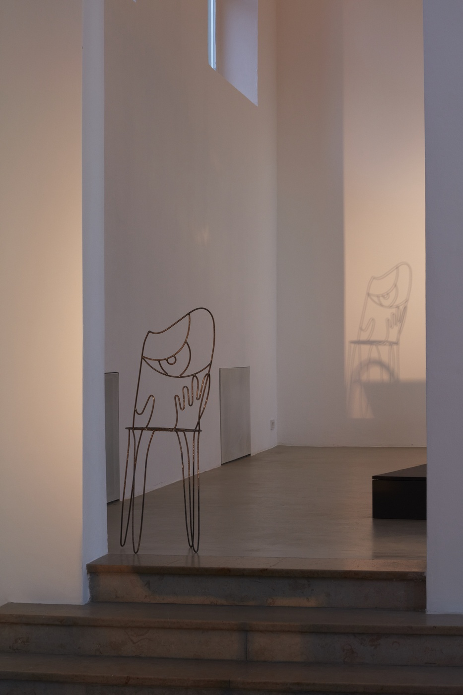 Ola Vasiljeva, The Limp of A Letter, face chair (2013) @ Kunstverein München e.V.