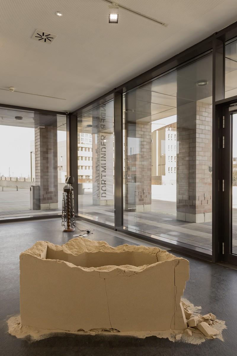 22_installation view_Picknick am Wegesrand_Dortmunder Kunstverein 2016_Foto Roland Baege