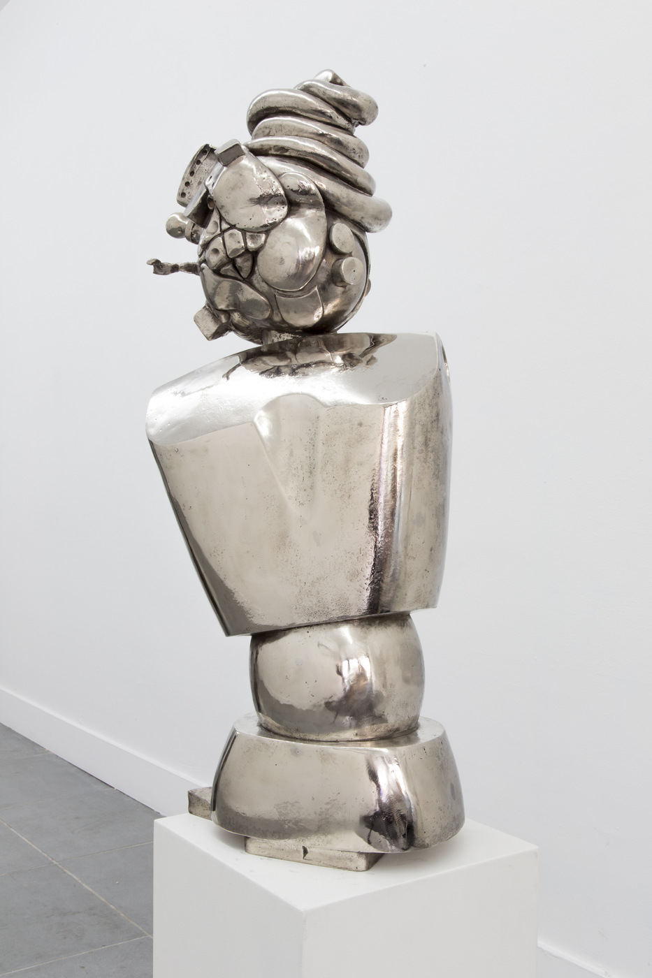 Nadia Naveau, Danoota, 2016, bronze, 84x36x28cm (close-up)