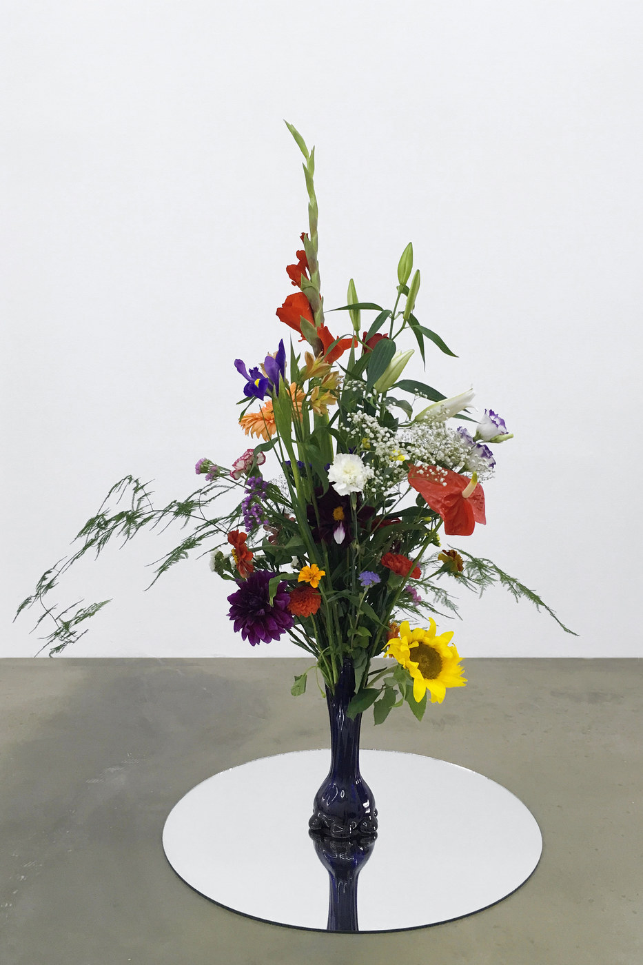 12. Alice Tomaselli, Bouquet of 54 natural flowers + 1 artificial, 2012_2016
