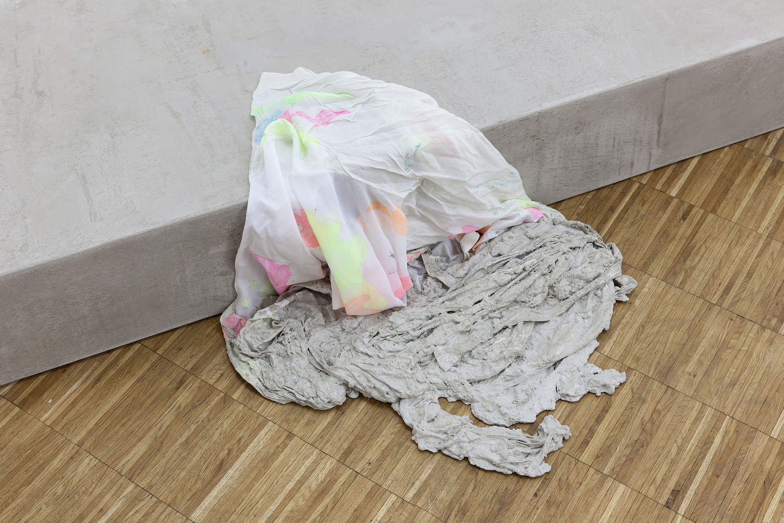 31_Concrete_Coat_(camouflage)_anna-Sophie_berger