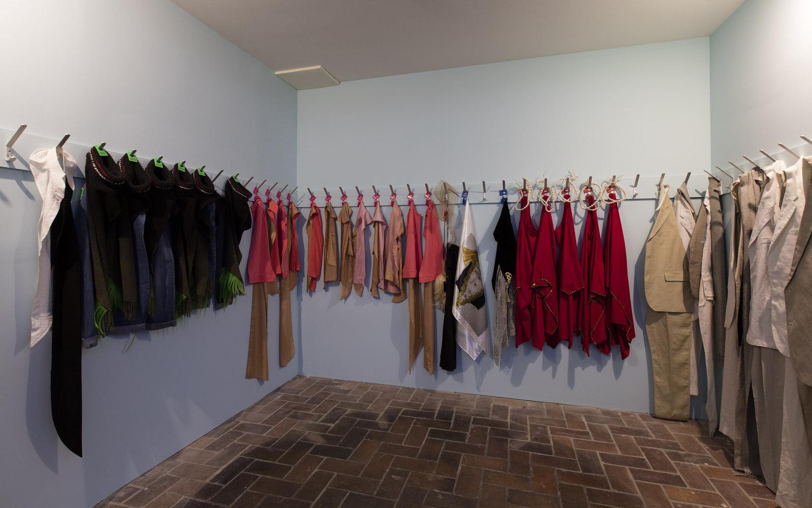 5_Costumes and Wishes Schinkel Pavillon 2016_DGF_BLESS_Manuel Raeder_Schinkelklause_Foto Andrea Rossett