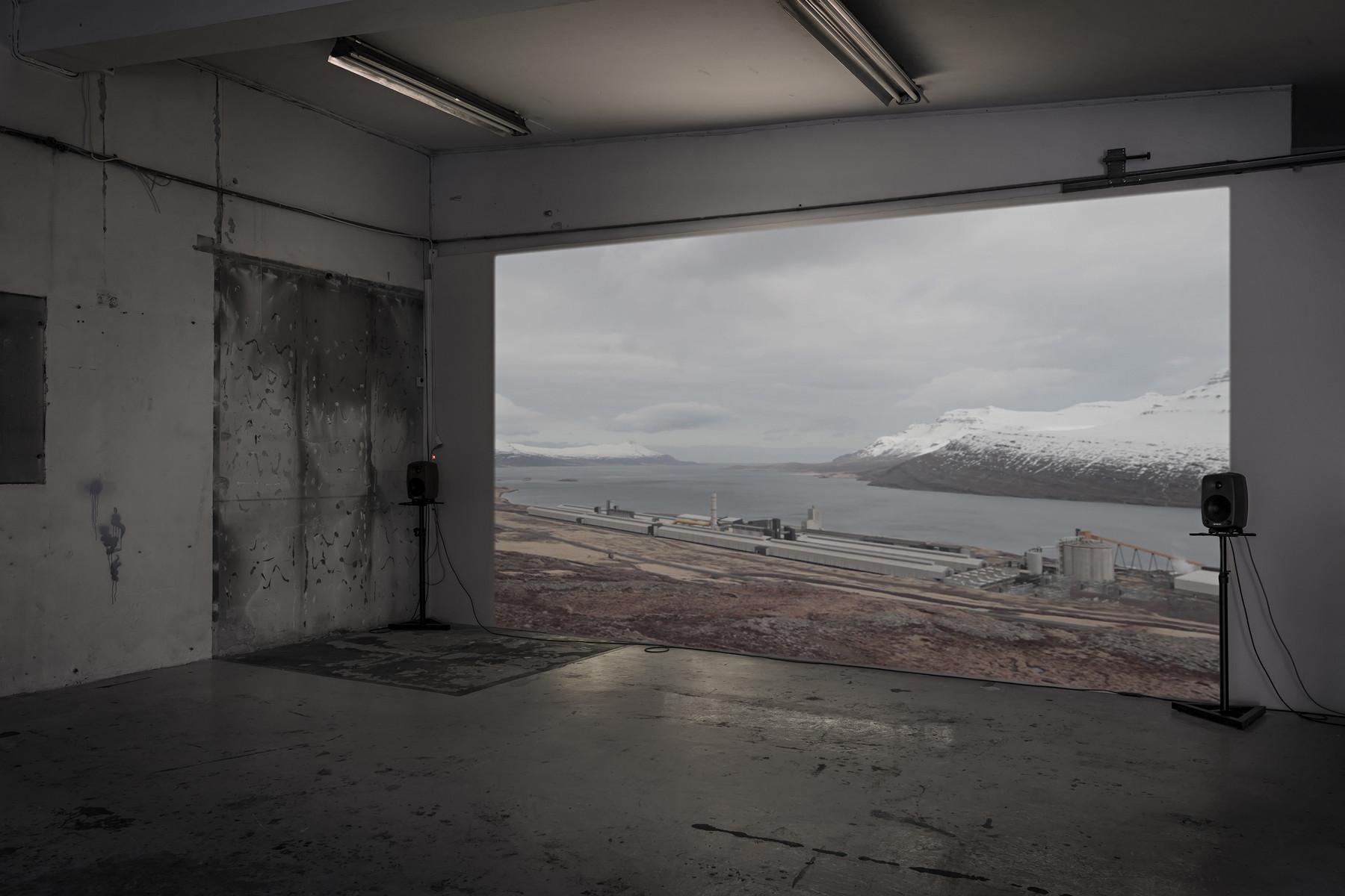 SCHLOSS_Leander Djønne_Øyde til Øyde_(video still 3 a)