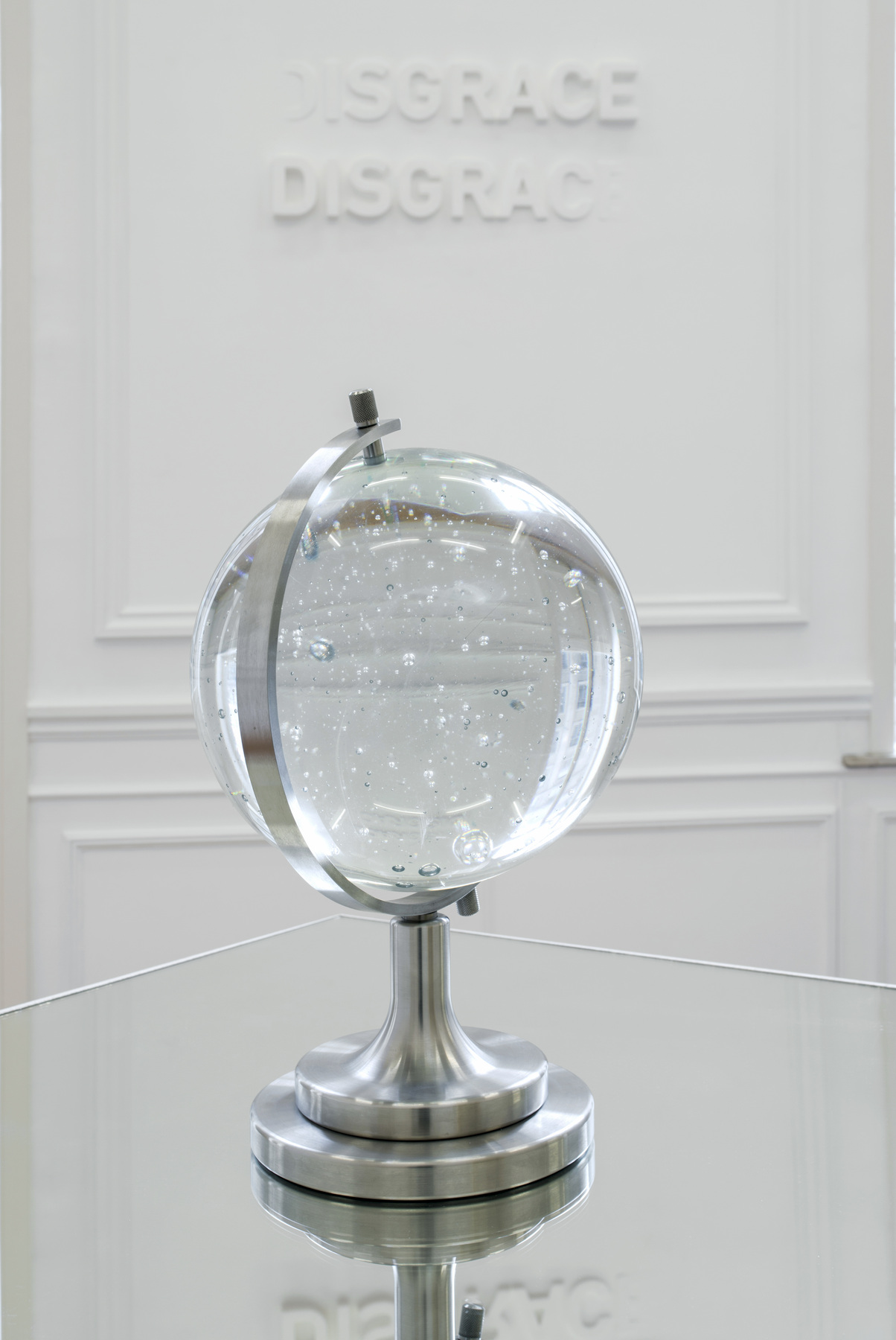 Melik Ohanian, Futuring (cosmos), 2011, Glass, metal, mirror, Glass ball Ø 30 cm, Pedestal and mirror 100 x 100 x 100cm, 1_3 (02)