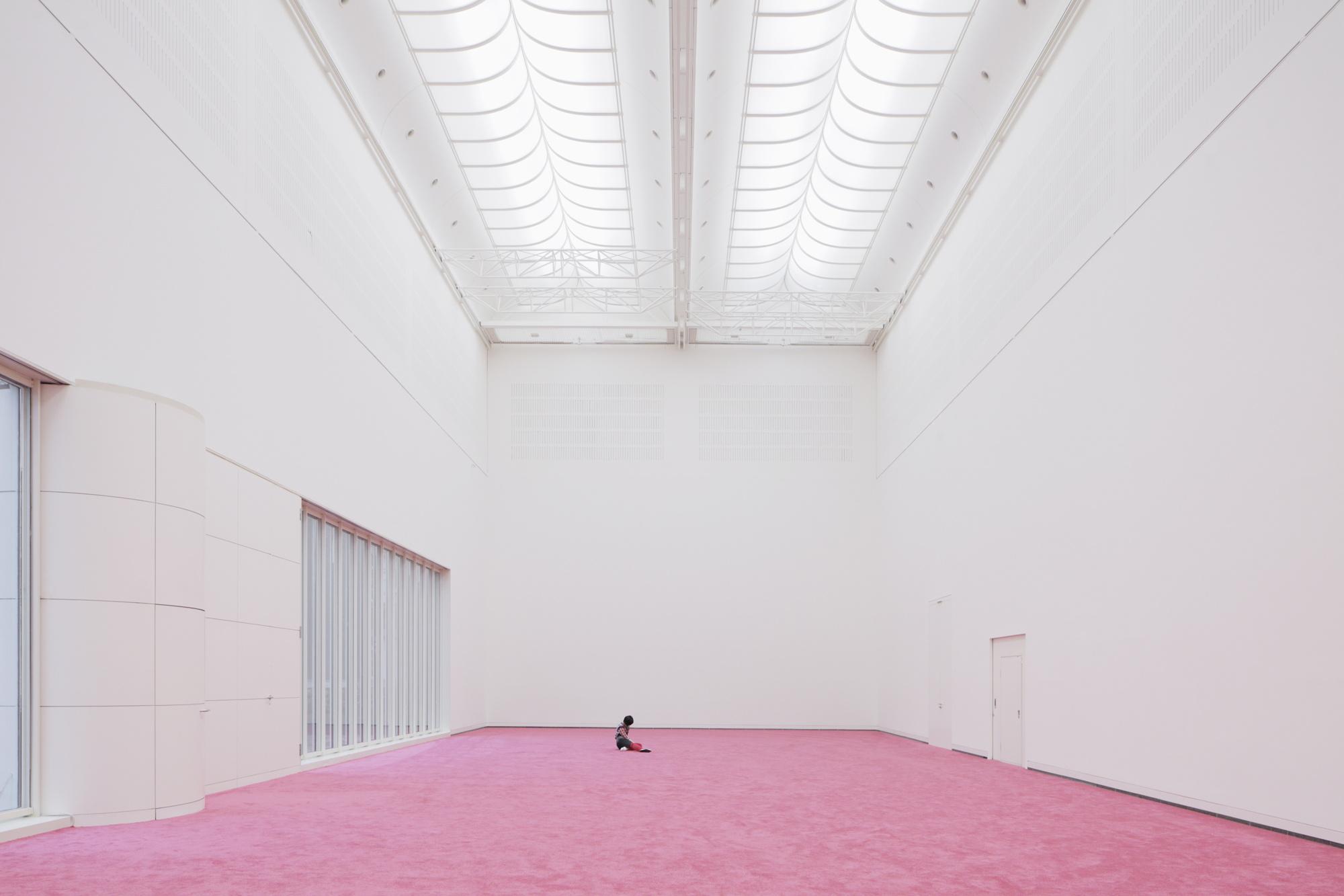 maria hassabi at kunstsammlung nordrhein westfalen art. Black Bedroom Furniture Sets. Home Design Ideas