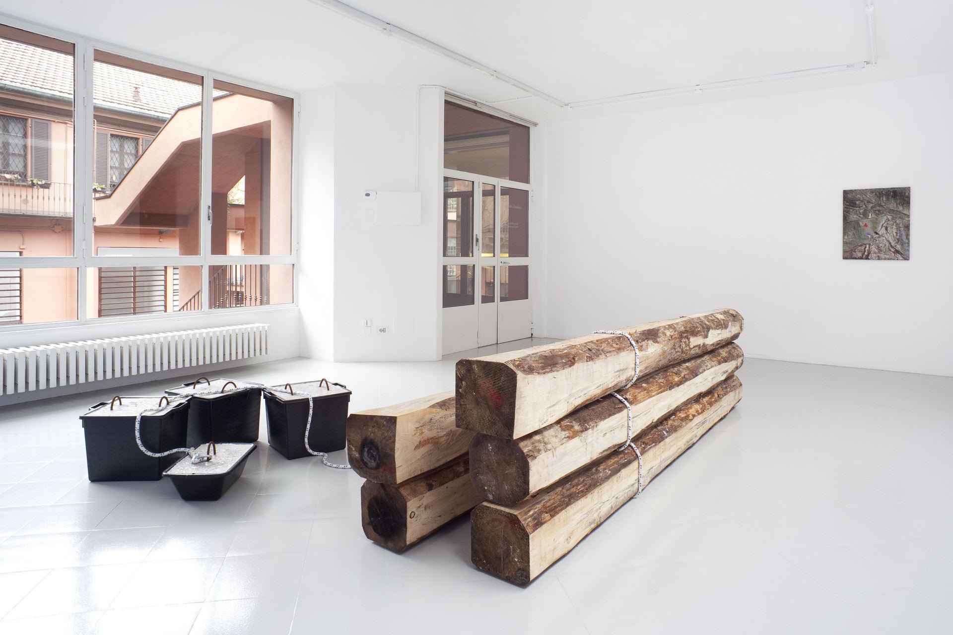 6 - Karsten Fo¦êdinger, Pieter Vermeersch, Installation View, 2015, Cabinet, Milano - Courtesy Artists and Cabinet, Milan, Photo Filippo Armellin copia