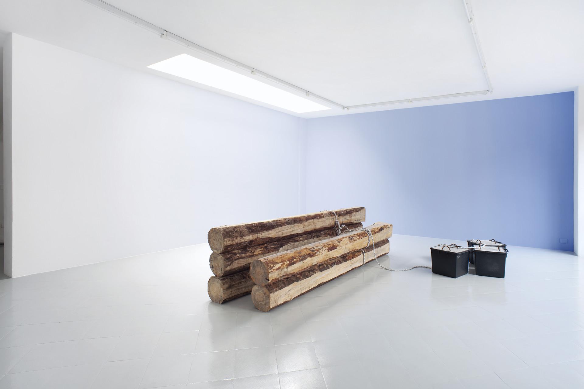 1 - Karsten Fo¦êdinger, Pieter Vermeersch, Installation View, 2015, Cabinet, Milano - Courtesy Artists and Cabinet, Milan, Photo Filippo Armellin