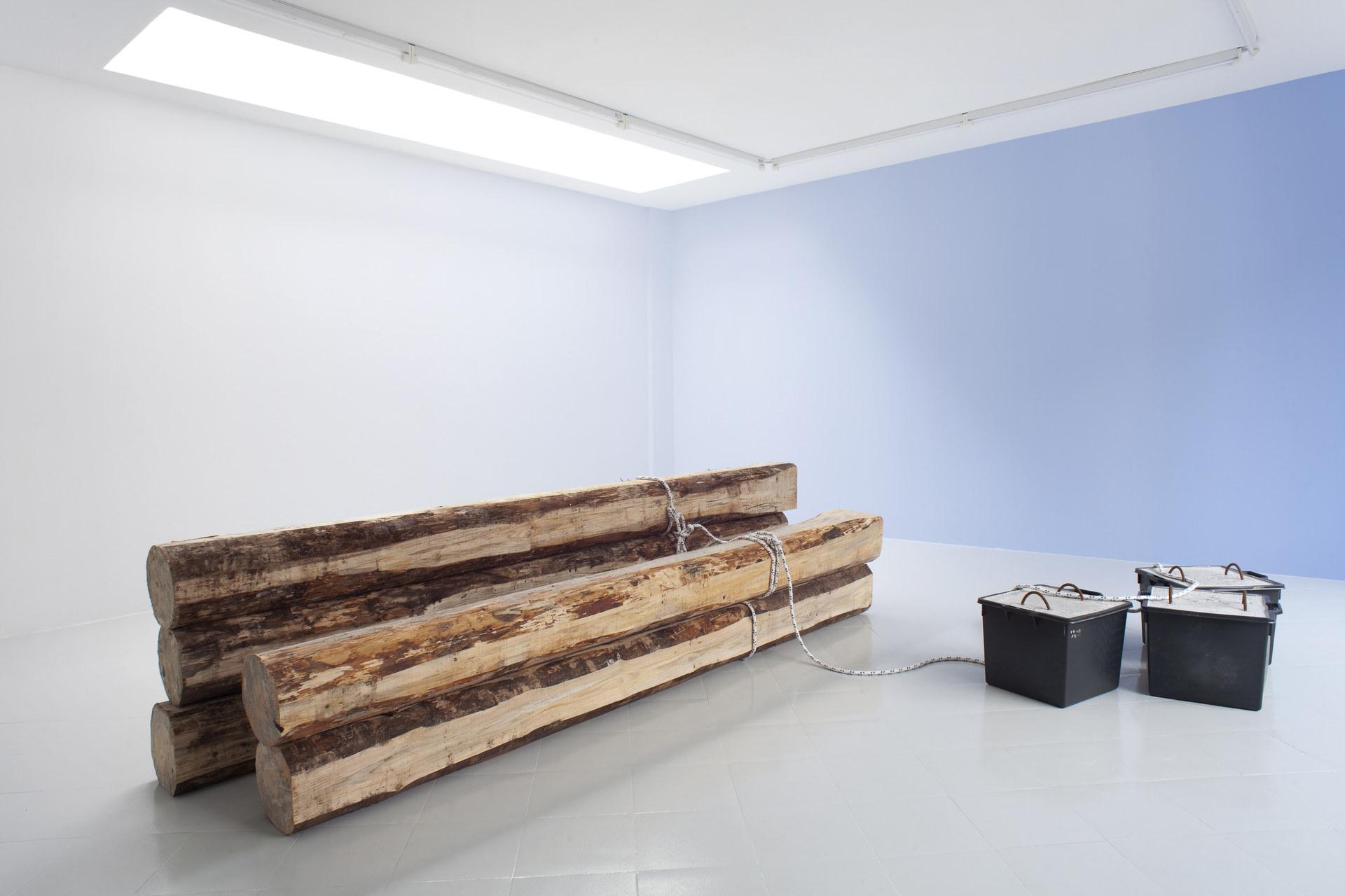 2 - Karsten Fo¦êdinger, Pieter Vermeersch, Installation View, 2015, Cabinet, Milano - Courtesy Artists and Cabinet, Milan, Photo Filippo Armellin