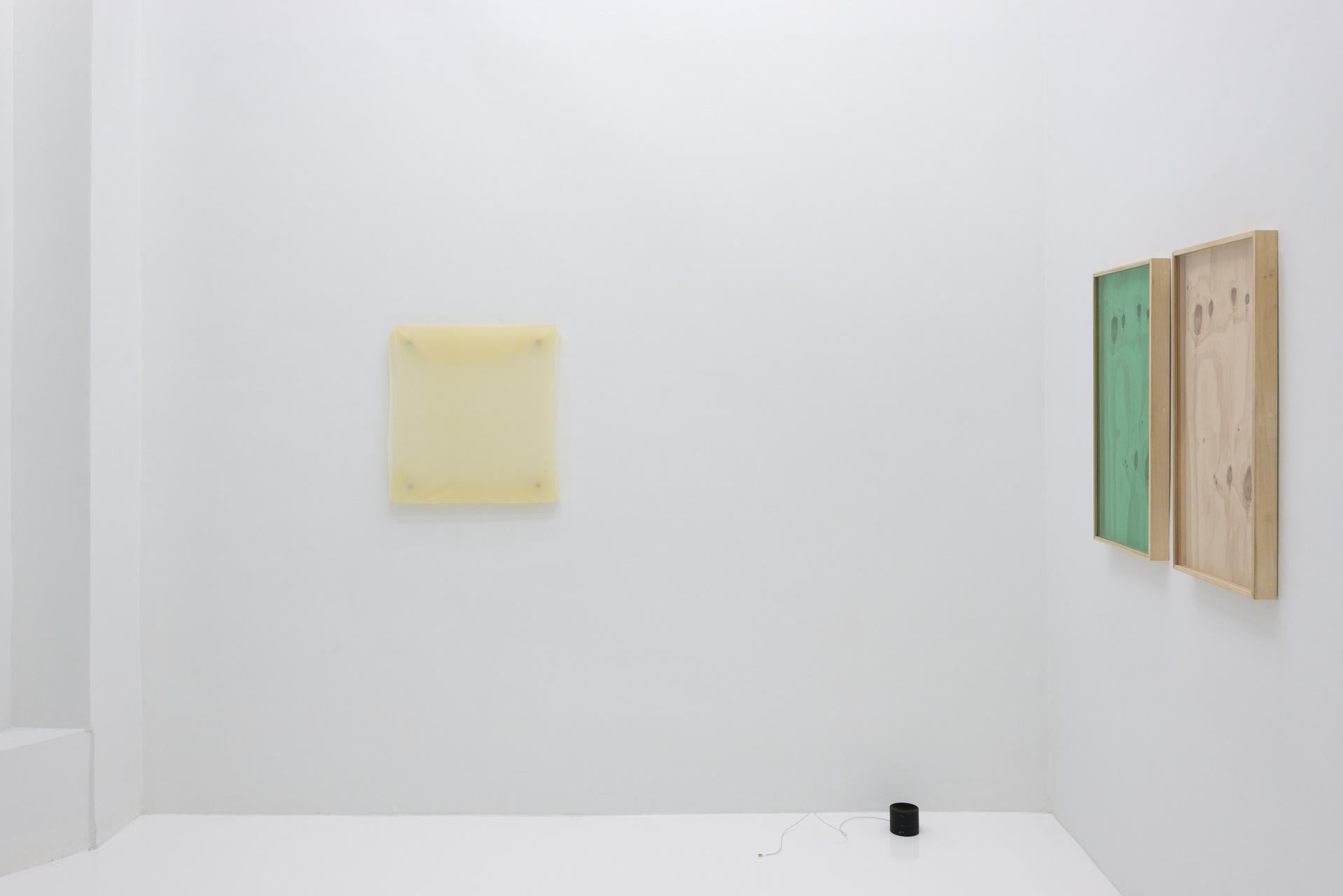 1_Front_Room_Main_Wall_Shot