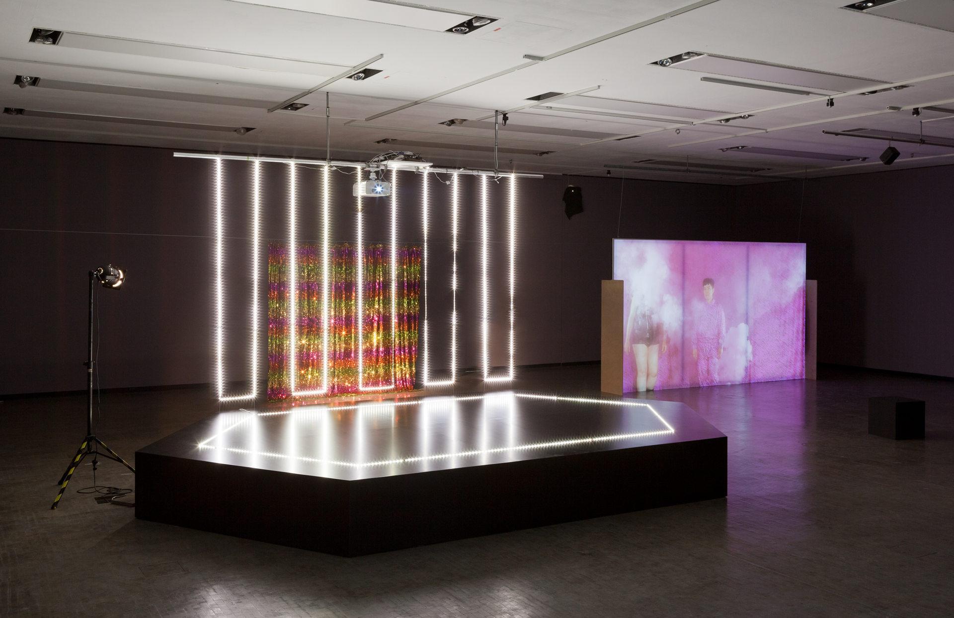 Ausstellungsansicht_LOVING_REPEATING_Kunsthalle_Wien_2015-2