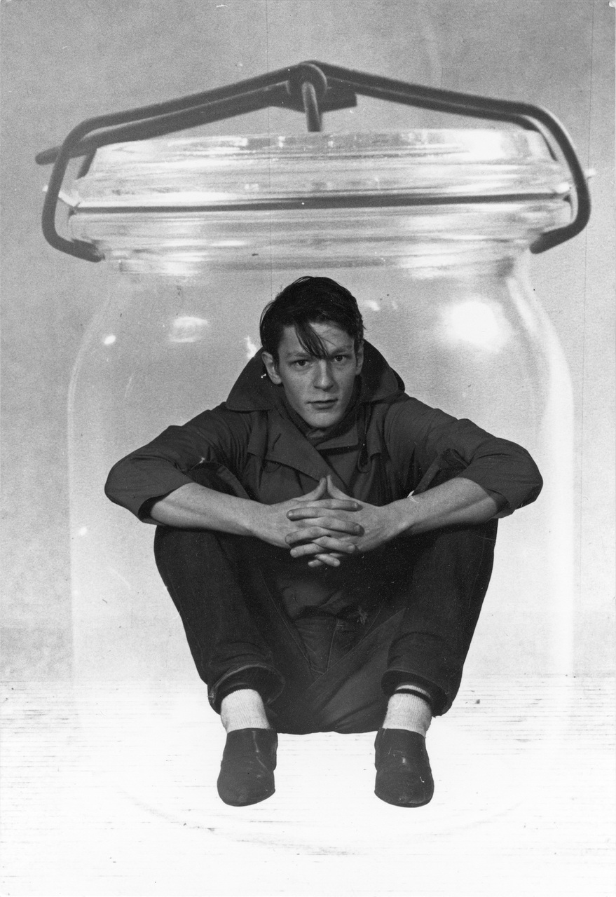 Jan_Fabre,_Buried_-_Me_in_a_Preserving_Jar,_1979,_photo_Lieven_Herreman_courtesy_Angelos