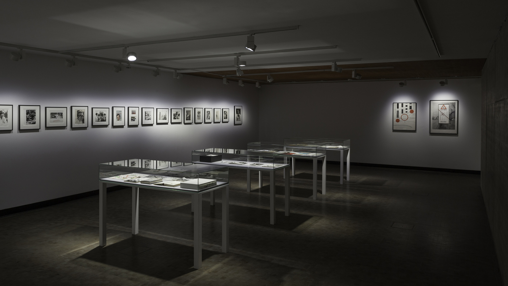 Installation-view-Individual-Stories-19