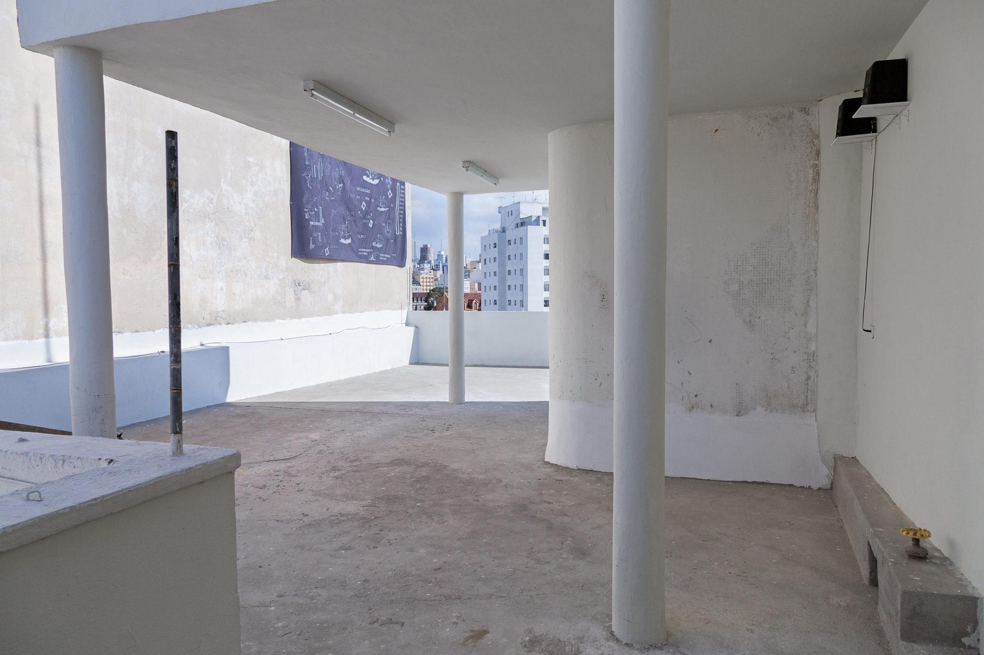 1 Observatório - Voragem da História - Vista da exposição