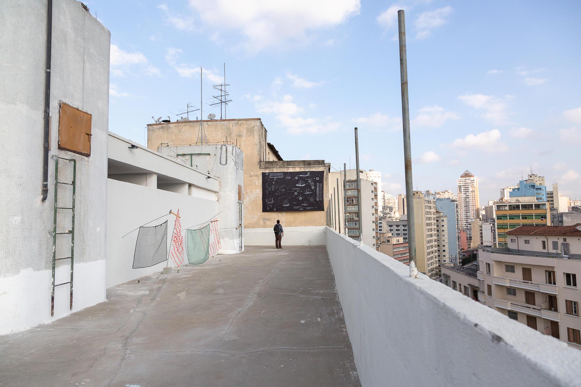 10 Observatório - Voragem da História - Vista da exposição
