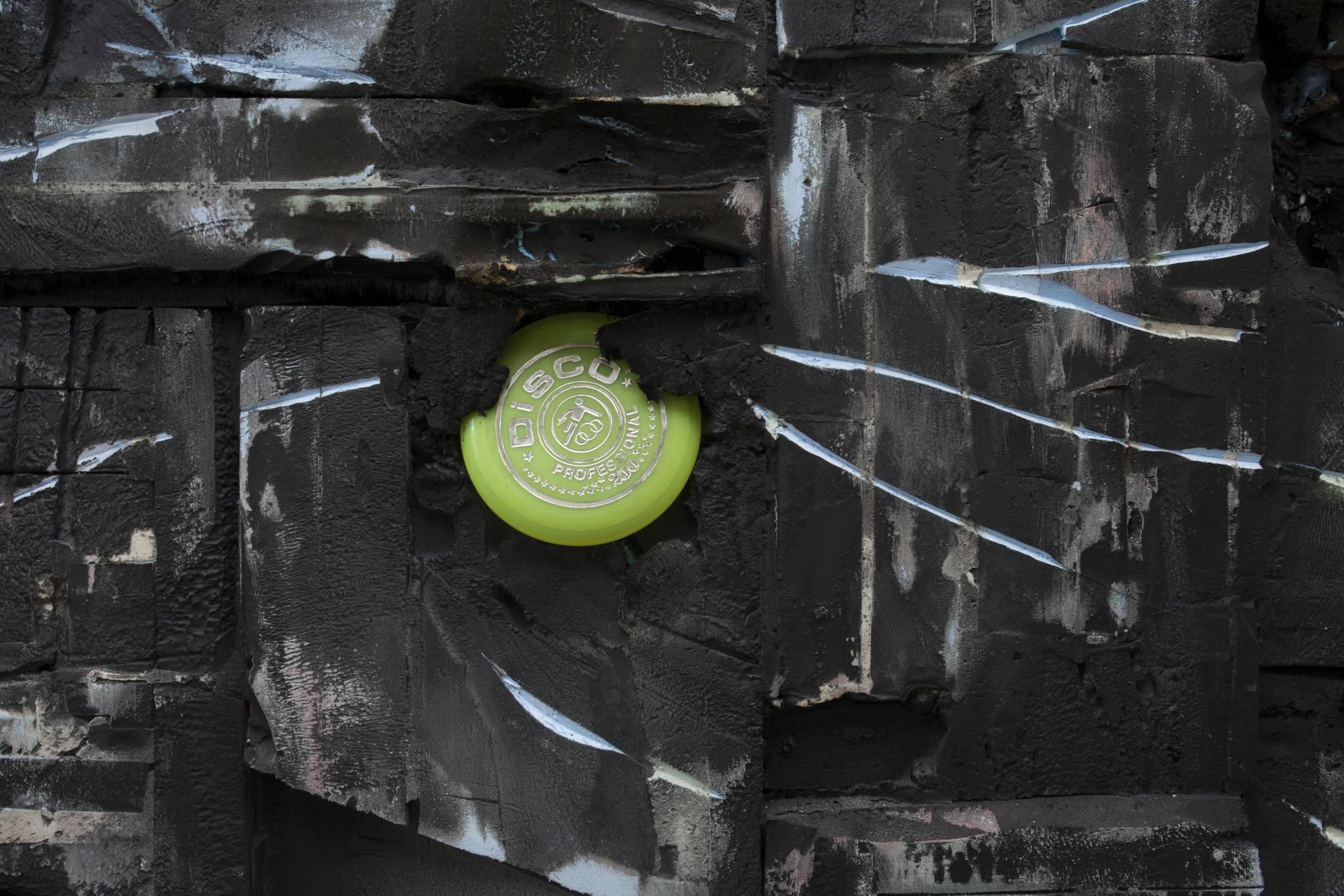 18a.Jonas Locht_Dark Platter_2015_detail