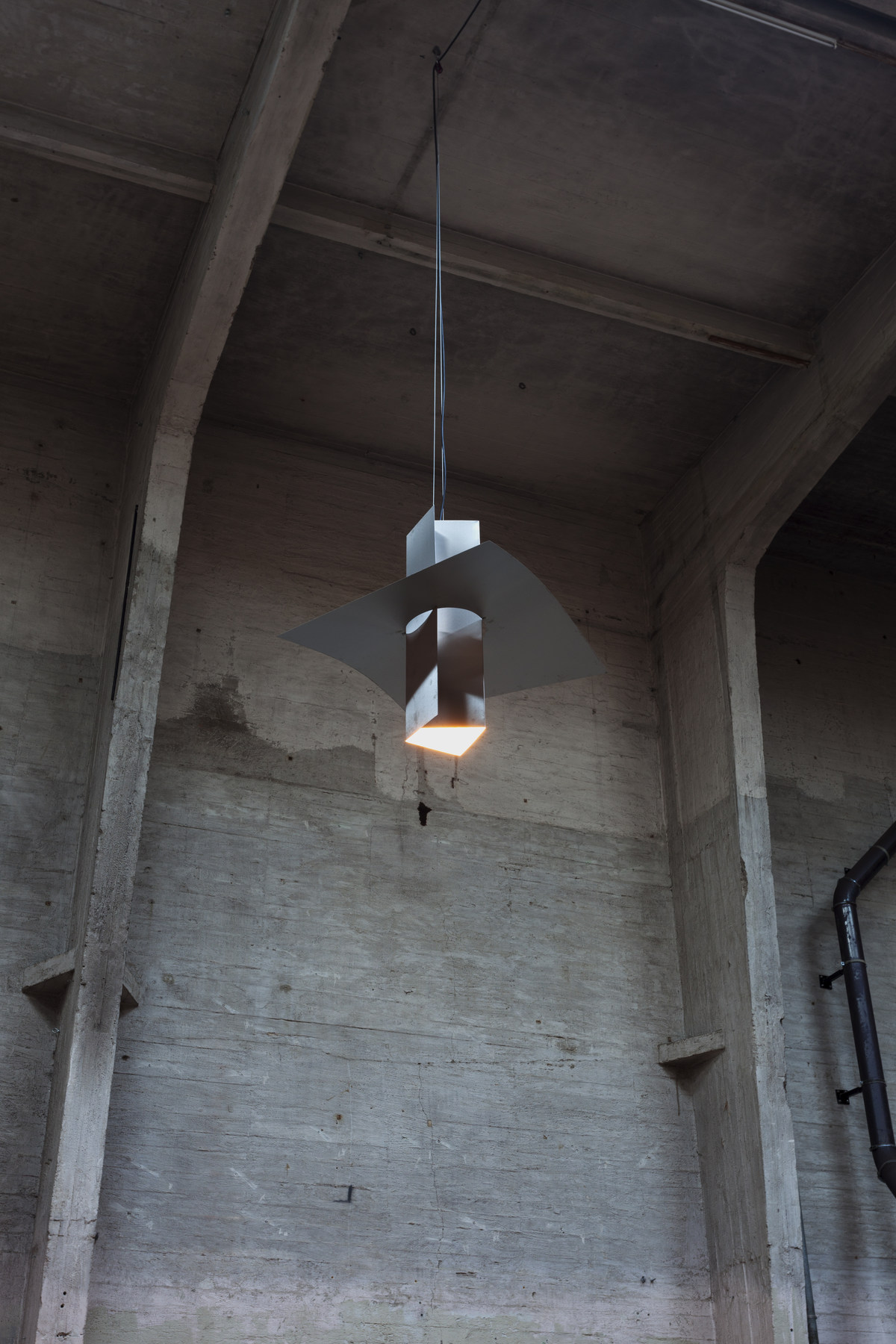 11-Superior_Props-Jess-lamp01