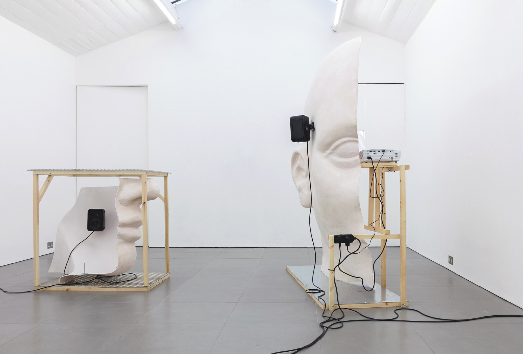 01. Anne de Vries, SUBMISSION 2015, wood, metal, fibreglass resin, audio, video