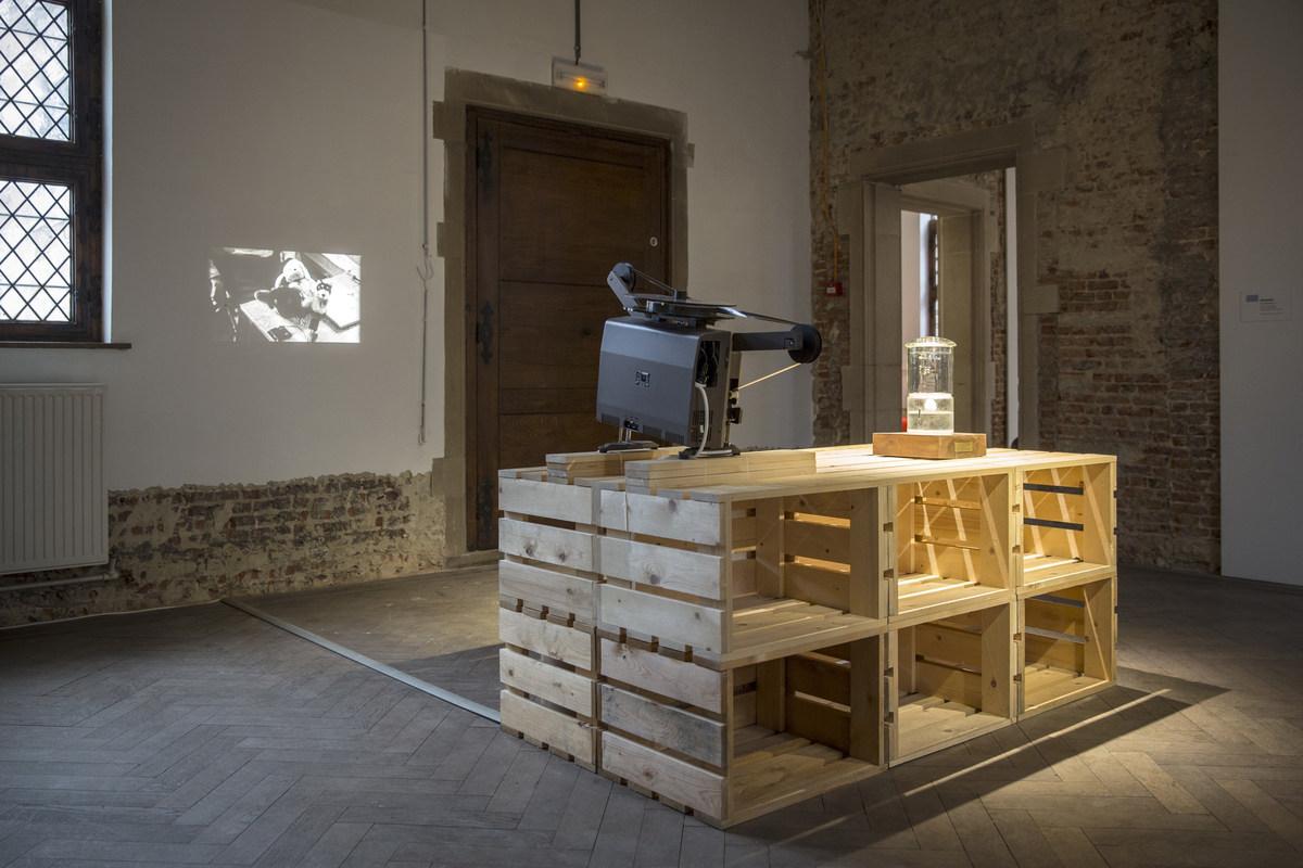 A Dog Republic - Let's Talk Peace! _ Jannis Kounellis - Il Monumento Al Borghese Coraggioso (c) Kristof Vrancken2