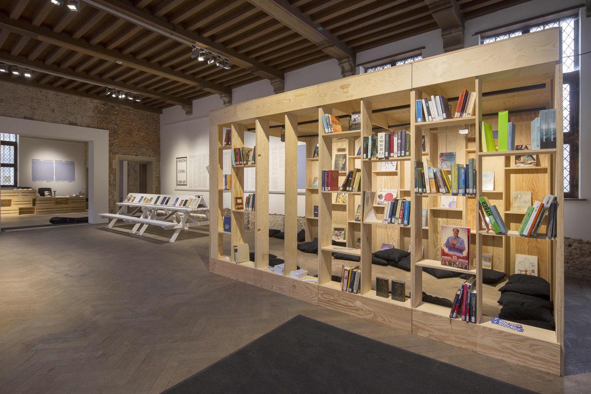 Fooling Utopia Library (c) Kristof Vrancken3