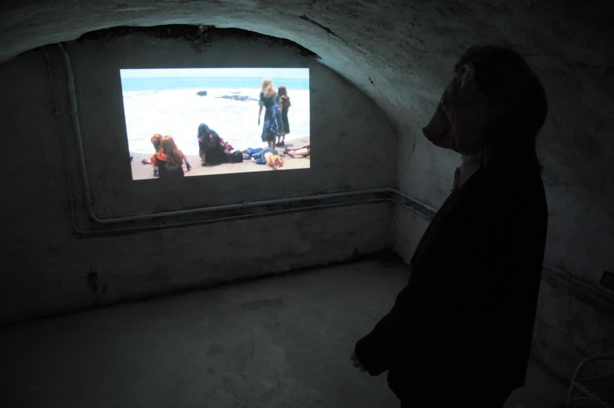 Marnie Weber, sea of silence, 2009