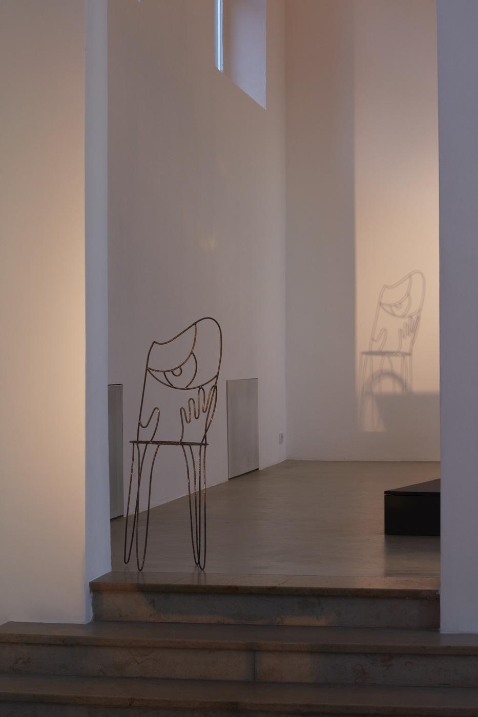 Ola Vasiljeva, The Limp of A Letter, face chair (2013) @ Kunstverein München e.V.