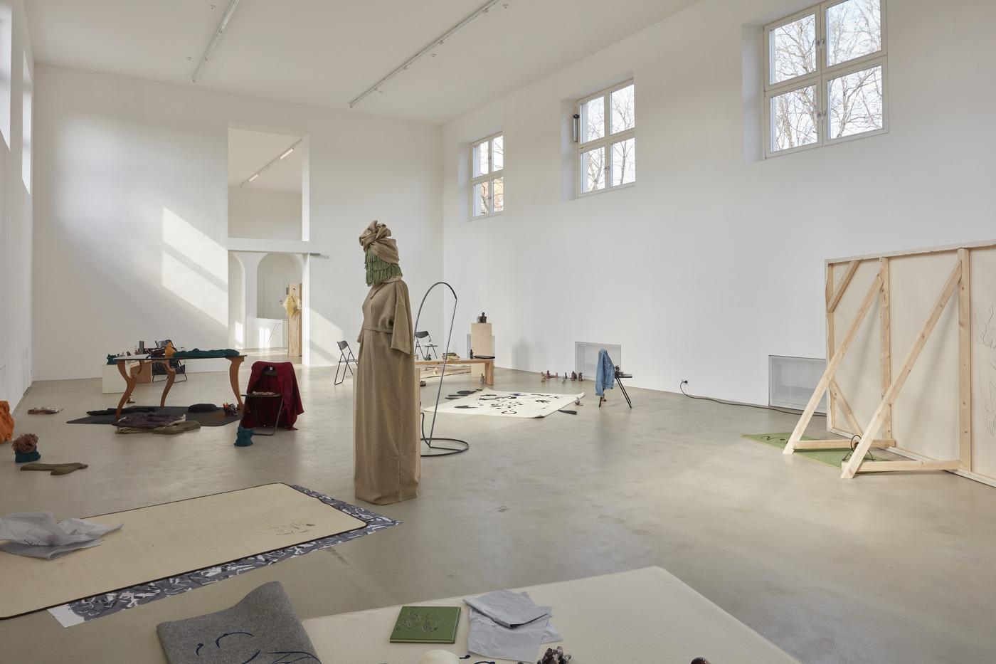 Ola Vasiljeva, You've got beautiful stairs, you know, exhibition view in Kunstverein München 2016 © Kunstverein München e.V._5