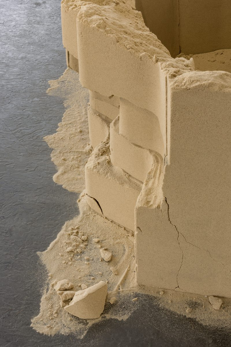 24_Tiril Hasselknippe_Balcony (sand), 2016_Picknick am Wegesrand_Dortmunder Kunstverein 2016_Foto Roland Baege