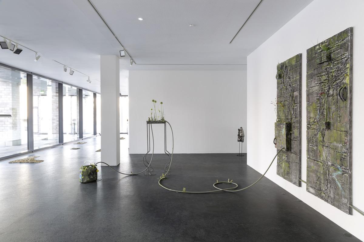 2_installation view_Picknick am Wegesrand_Dortmunder Kunstverein 2016_Foto Roland Baege