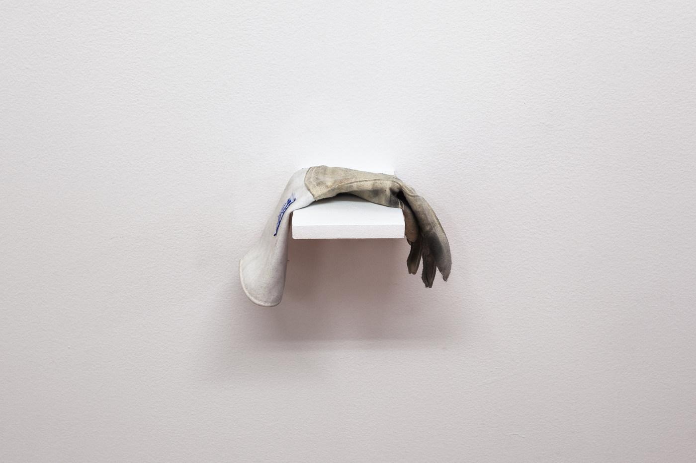 15-Oa4s-narrators glove-1857