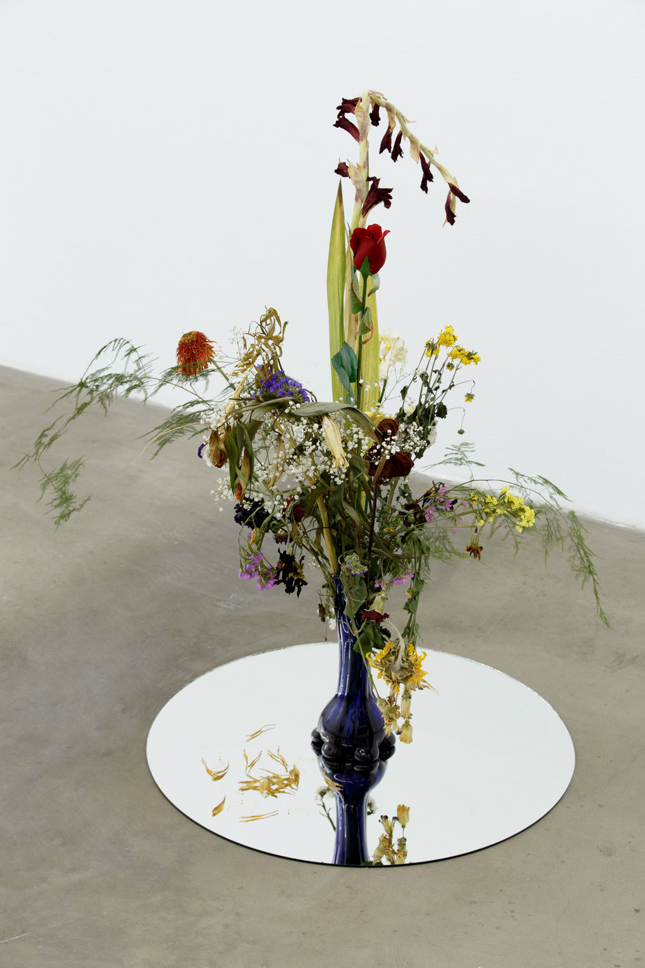 12a. Alice Tomaselli, Bouquet of 54 natural flowers + 1 artificial, 2012_2016