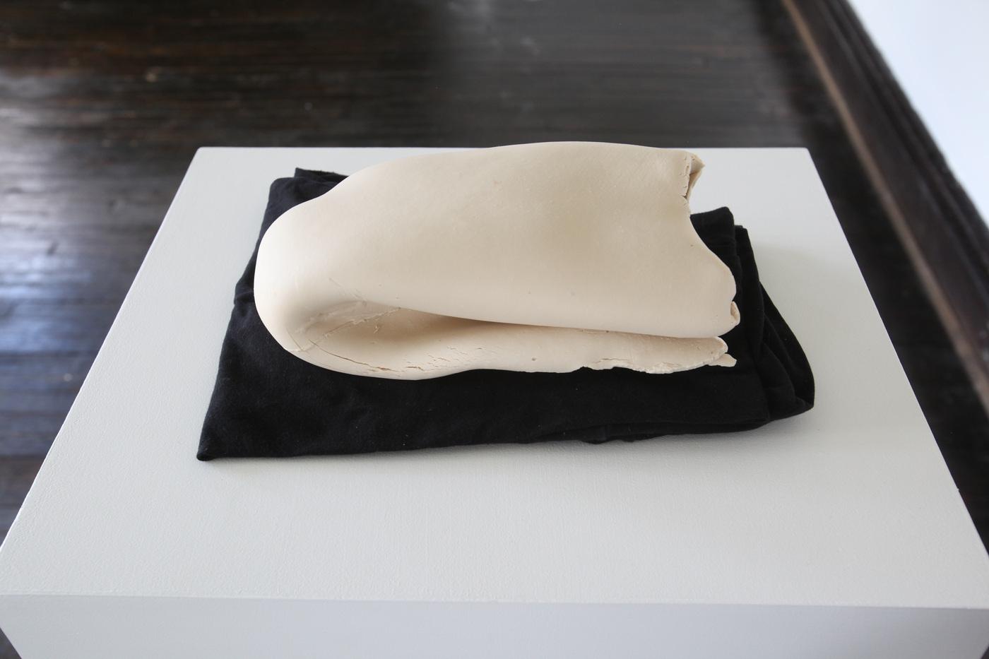 Kylie Lockwood – Folded Knee, 2016, pigmented porcelain and knit pants