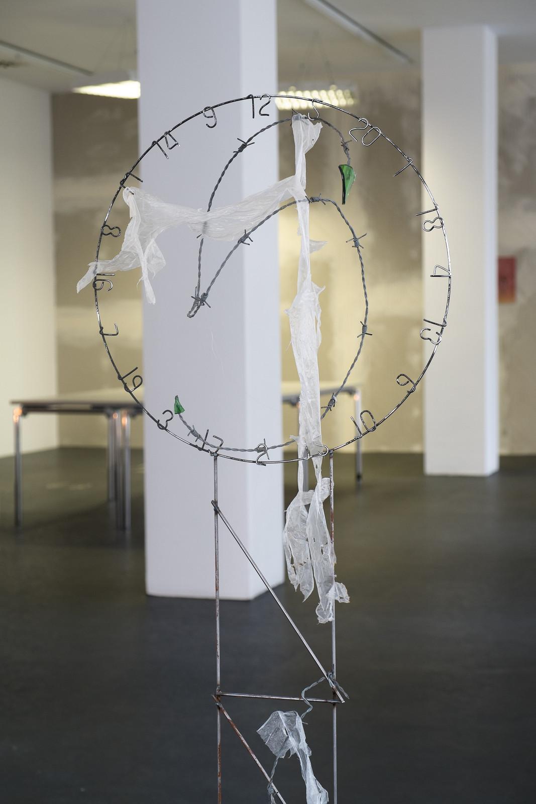 18.1_Frieder Haller_Spottgeburt, Detail_ICHTS_2016_Dortmunder Kunstverein_Foto Niklas Taleb