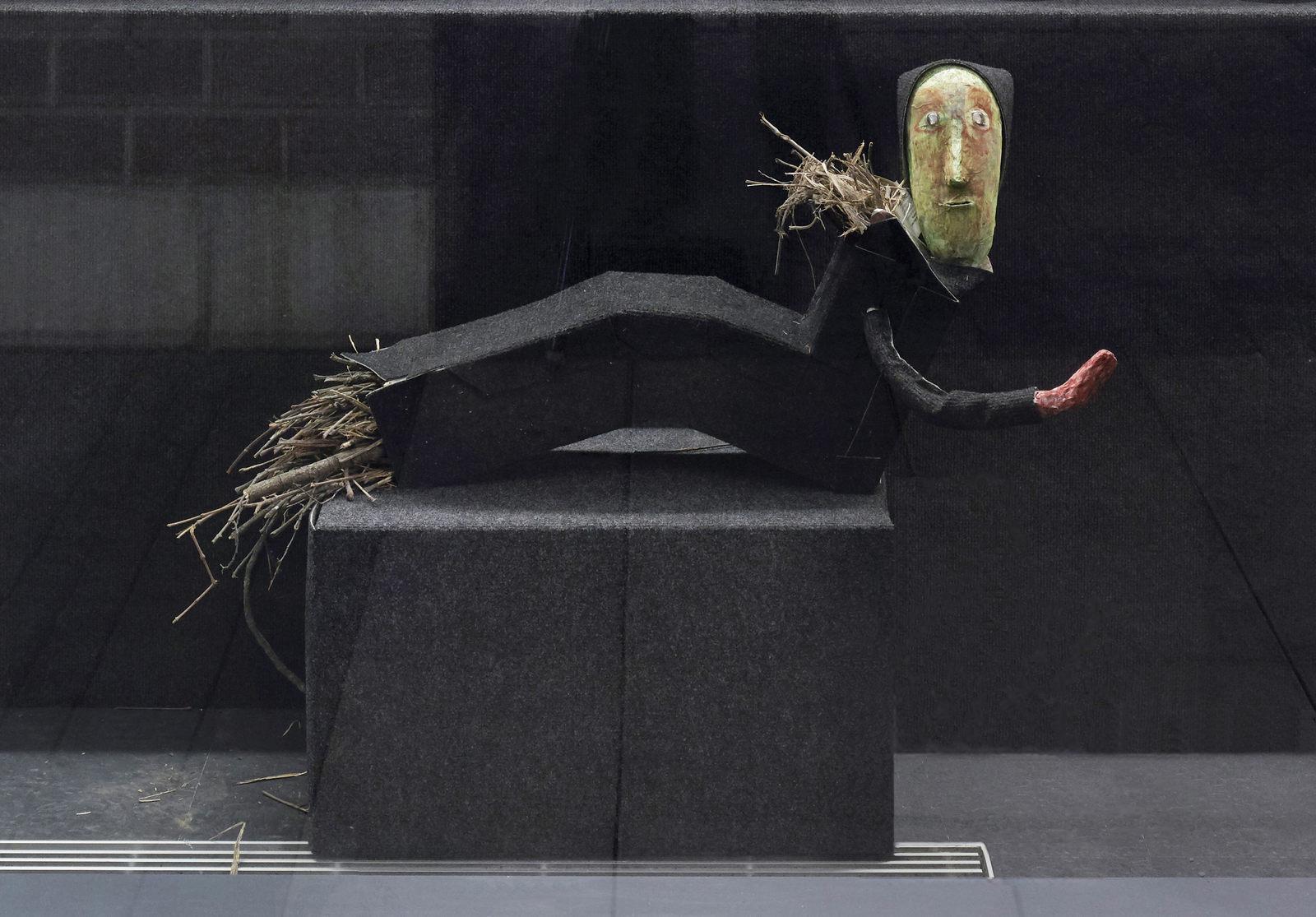 16_Shelly Nadashi NESTING BOX, Installation View_Dortmunder Kunstverein, Photo Simon Vogel