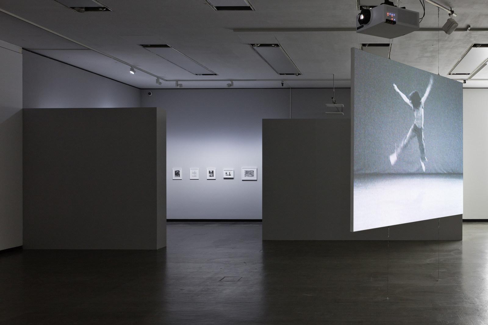 1_Ausstellungsansicht_Babette-Mangolte_SW
