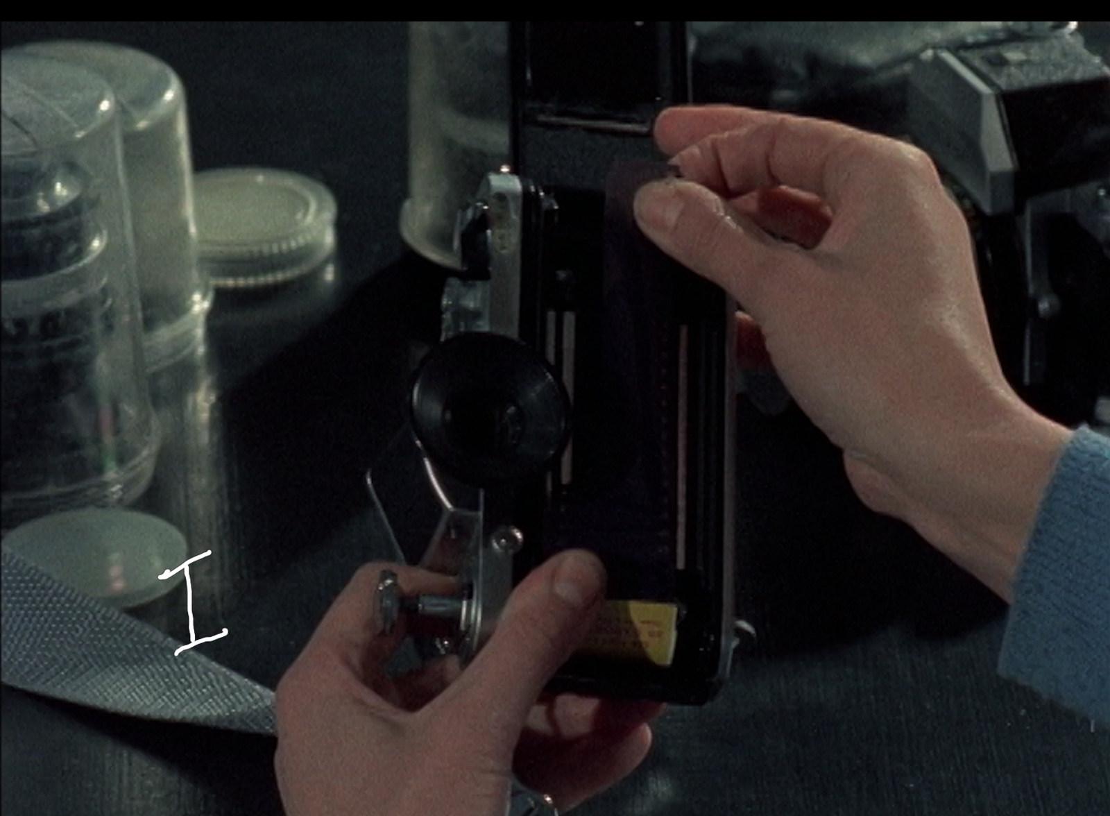 2_-Film-Je-Nous-I_or_Eye_Us-Nov24-I_handsSaskia-1004004-C