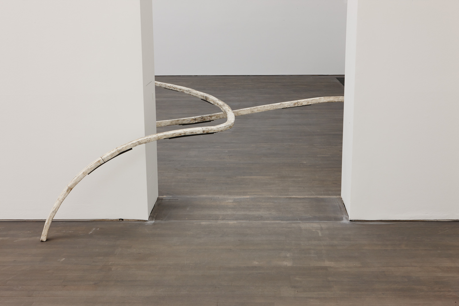 Nairy Baghramian_Jupon Reassemble_installation S.M.A.K. 2016_Photo Dirk Pauwels_02