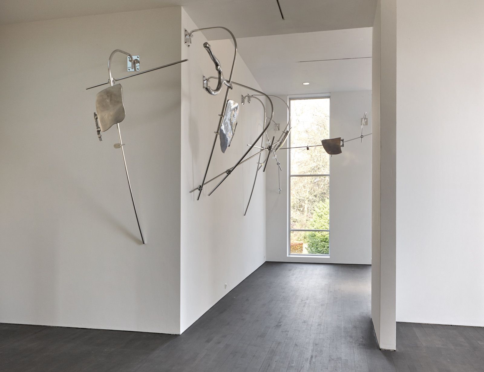 Nairy Baghramian_Scruff of the Neck (Stopgap)_installation S.M.A.K. 2016_Photo Dirk Pauwels