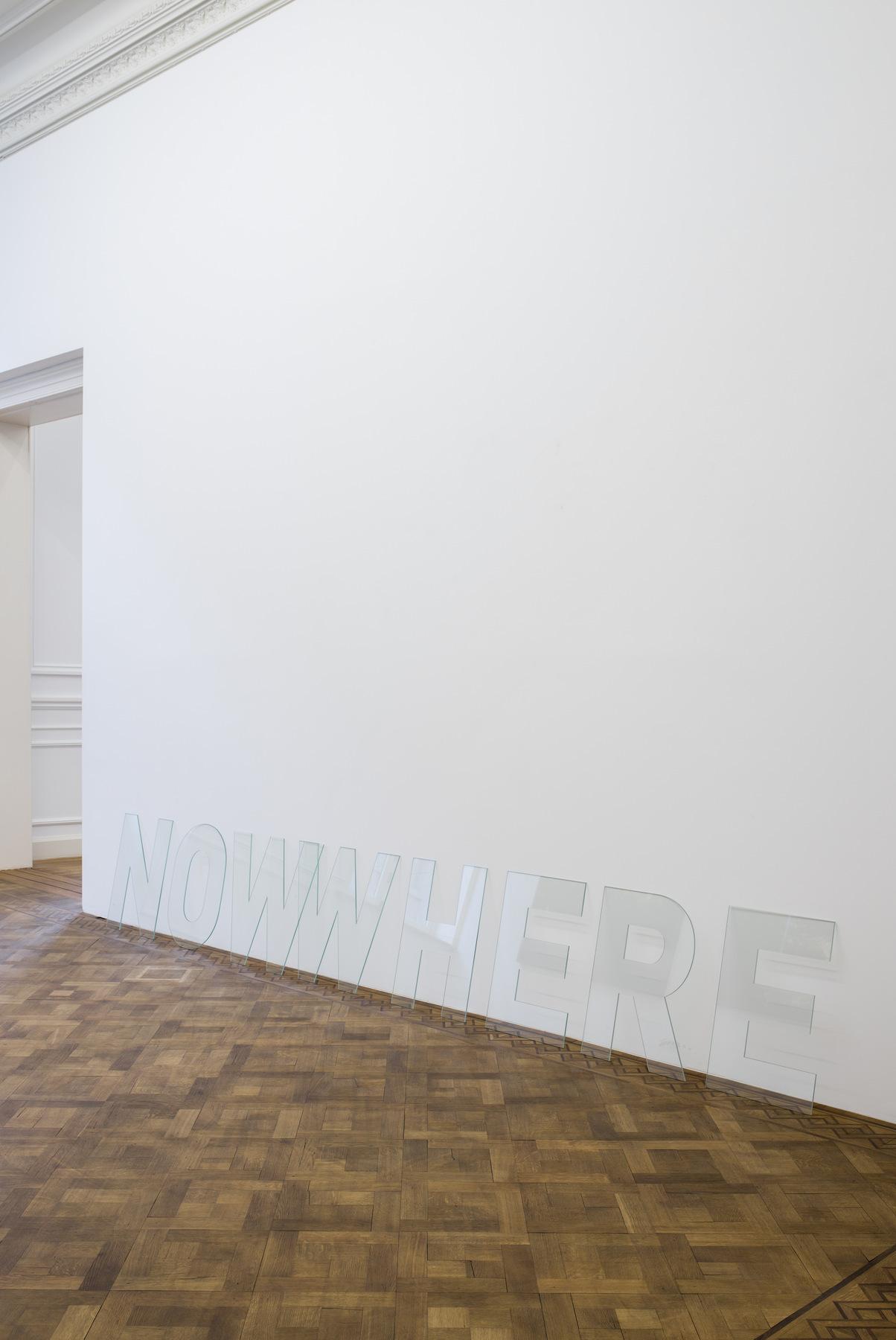 Melik Ohanian, Nowwhere, 2016, Letters in glass, 60 x 360 x 0,5cm, Unique (03)