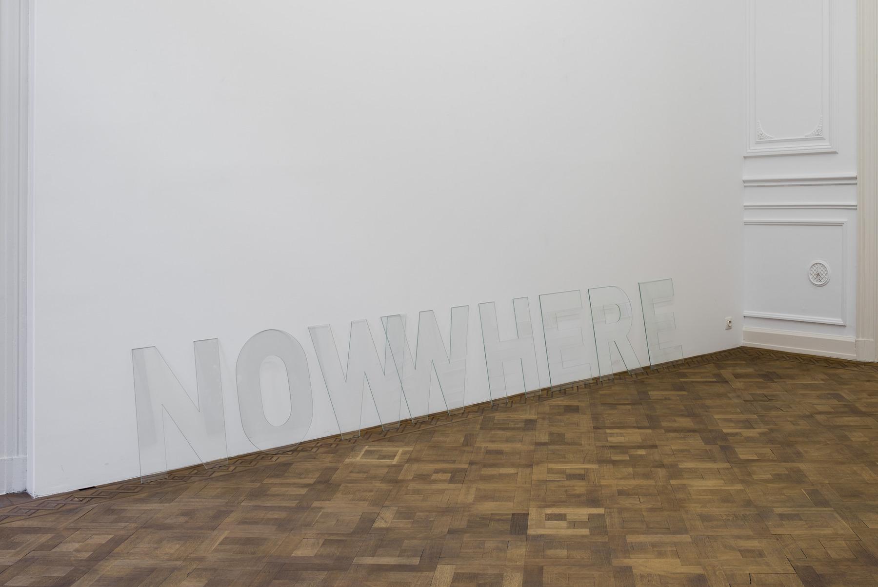 Melik Ohanian, Nowwhere, 2016, Letters in glass, 60 x 360 x 0,5cm, Unique (04)